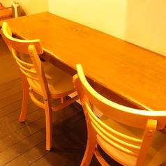 ゆったり座れるカウンター席もございます。会社帰りにお立ち寄りください。