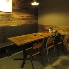 【オシャレ空間】女子会や仲間同士の宴会にも使いやすいテーブル席