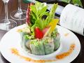 料理メニュー写真ベトナム風生春巻き/海老とタラコのコールスロー/漬けまぐろとアボカドの湯葉包み