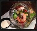 料理メニュー写真ぷりぷり海老とアボカドのシーザーキャニスターサラダ