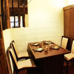 様々なニーズに対応!暖簾で仕切れるテーブル席