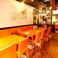 少人数からテーブルを繋げれば12名様迄OK♪カップルや会社宴会に人気のお席です。