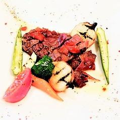 牛ヘレ肉を使ったサルティンボッカ(ヘレ肉の生ハム巻き)マルサラ酒ソース グリル野菜添え