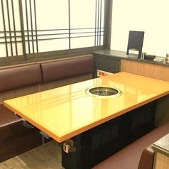 テーブル席の中でひとまわり大きいお席もご用意しております。ご来店の人数にも、柔軟に対応して参ります。