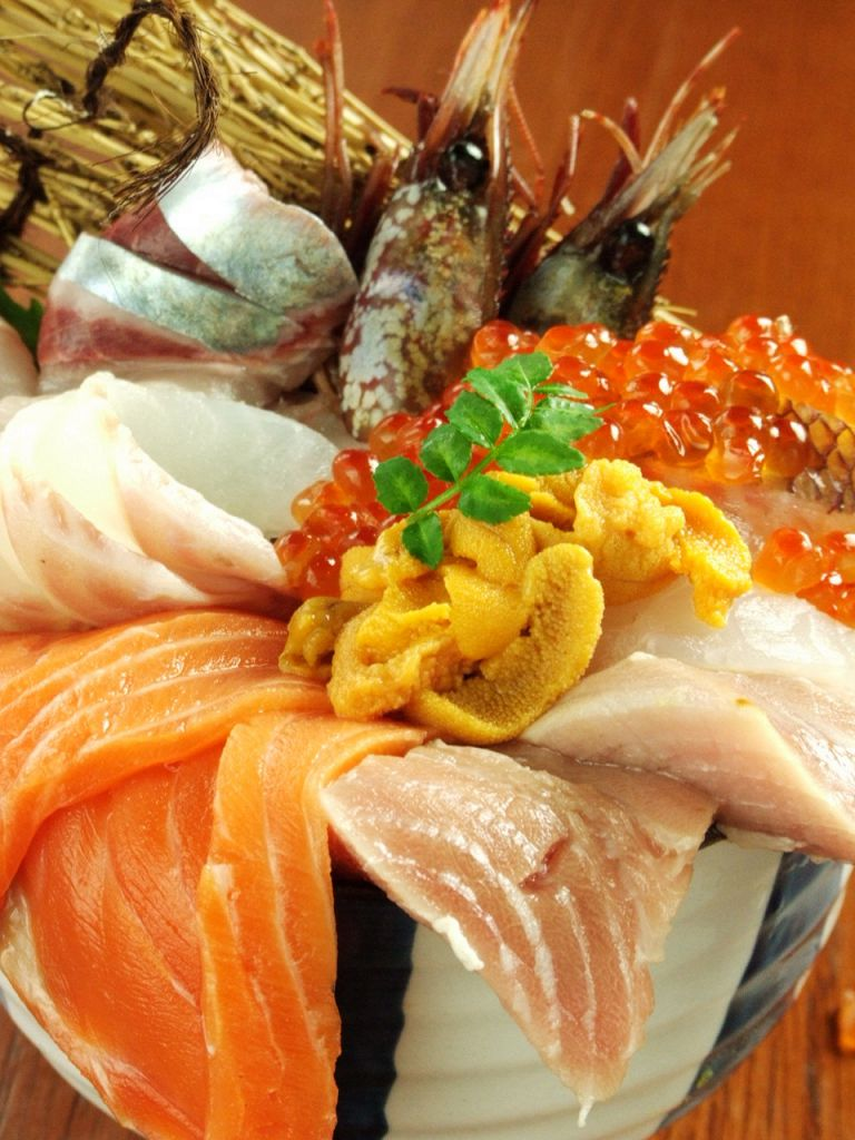 これでもか!と盛られた北海道の至極の海鮮を召し上がれ!大迫力の海鮮丼