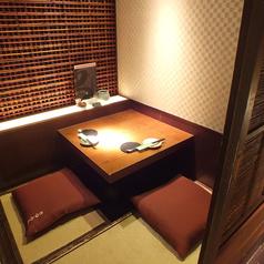 柔らかな灯りがともる2名様用の個室はデートでのご利用にぴったり!多くのリピーターを呼ぶ、当店人気ナンバーワンのお席です。