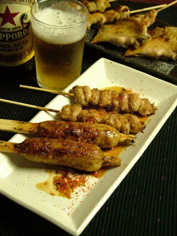 その日仕入れたお肉を一本一本丁寧に串打ちするから新鮮・安心・安価!
