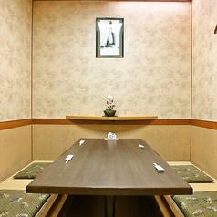 【少人数でもご利用◎6様までの完全個室】 4名様~ご利用頂ける使いやすい≪完全個室≫です。特別な日におすすめなコースは5000円~10000円をご用意しております。自分へのご褒美や大切な方とのお食事に是非ご利用下さい。