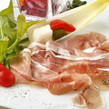 料理メニュー写真イタリア産の生ハムプロシュート