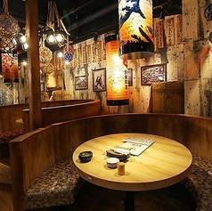 ボックス型のソファーテーブル席はデートや女子会など様々なシーンで大活躍!ゆったりと充実したひと時をお過ごしいただけます。
