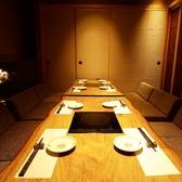 8名様向けのお席もご用意可能です。接待や食事会、上司と一緒に行く飲み会など、少し大人の雰囲気も必要なシーンにも使いやすい広々とした空間です。美味しいお酒と美味しいお料理をお愉しみください。