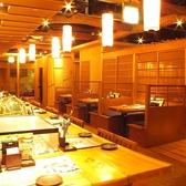気軽なお食事にも最適な店内です。宴会はコチラのスペースで♪大宴会なら貸切120名様から最大200名様まで受け付けます。飲み放題付きコースも多数ご用意しているので、少人数から大人数の各種ご宴会にも便利です。【新宿 居酒屋 宴会 個室 飲み会 接待 日本酒 昼宴会 飲み放題 和食 ランチ 記念日 蟹 食べ放題 刺身】