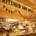 【五感を刺激するオープンキッチン】ライブ感のあるオープンキッチンは視覚・嗅覚・聴覚も刺激して美味しい時間をさらに楽しませてくれます♪