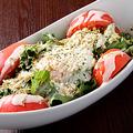 料理メニュー写真とろ~り卵とジャコのゴルゴンシーザーサラダ
