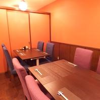 8~12名用の個室も2部屋あり。18名以上で貸切もOK