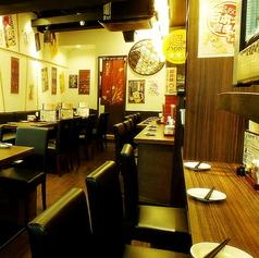 カウンターには食材が広がり、気軽に1人でも入れます。串が1本50円~は嬉しい♪