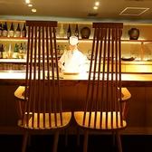 目の前で料理を楽しむこともできるお洒落なカウンター席。誰かに自慢したくなるような大人の空間。大切な記念日・誕生日に、あえてカウンター席を選びませんか。カウンター席は大変人気がございますのでご予約はお早めに。