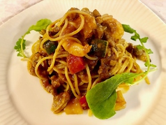 魚介と彩り野菜のトマトパスタ