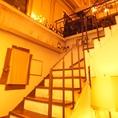 雰囲気◎の階段を上っていただくと…