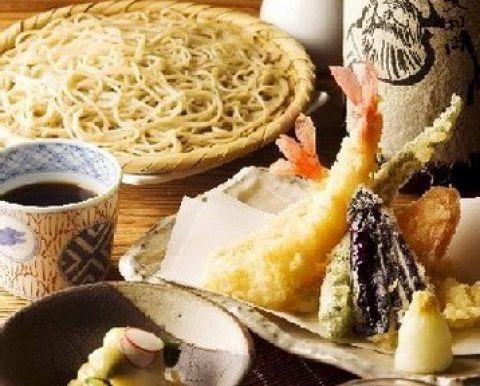 北海道産の蕎麦粉を石臼で挽き、打ち立て、茹でたてをお召し上がりいただけます。