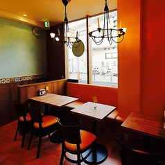 【2名様~8名様 テーブル席】結合可能ですのでグループでのご利用もOKです♪ゆっくりチレスでのお食事をお楽しみ下さい♪