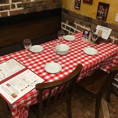 人数に応じてお繋ぎできるテーブル席です。女子会・合コン・歓送迎会など団体様でのご利用も大歓迎♪
