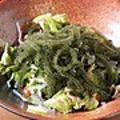 料理メニュー写真プチプチ海ぶどうサラダ