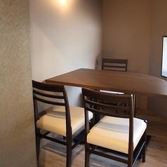 2名様~3名様までの半個室をご用意しております。お洒落な空間で隠れ屋的なお席ですので、デートのご利用におすすめです。
