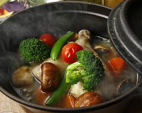 体に優しい有機野菜と一緒に種類豊富なワインをどうぞ♪