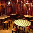 アジアンな雰囲気満載のテーブル席