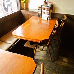 学校帰りにお友達と、ご家族みなさまで、会社帰りに…と用途は様々。4名様がけテーブルは4卓ご用意しております。