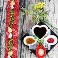SNS女子も必見な写真映えする料理が多数♪今各メディアで話題沸騰中のトレンド商品を「Gochisou」風にアレンジしました!それらが食べれるお得なコースを掲載中です!各種宴会にご利用ください。