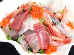 【季節の海鮮たっぷりサラダ】