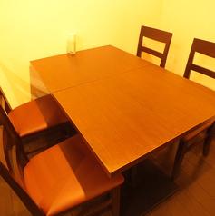 奥にある個室風のテーブル席です。人気席ですのでお早めにご予約ください。
