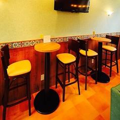 【2名様 丸テーブル席】カジュアルに♪高い視点から店内を見渡し、調理風景やインテリアなどチレスを隅々までお楽しみ下さい♪