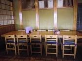 広々としたテーブル席。おひとり様もお気軽にご来店下さい。