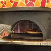 窯焼きで焼き上げるピッツアが絶品!