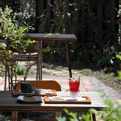 天気の良い日にはテラス席がオススメ♪テラスならペットもOKなので、小幡緑地西園のお散歩の休憩にもお気軽にどうぞ。