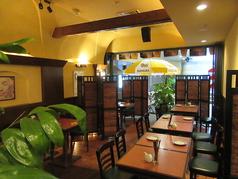タイのリゾートホテルのメインダイニングをイメージさせる店内は全部で50席。