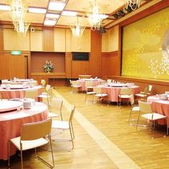 最大人数50名様までOKなパーティールームです。こちらは会社の忘年会や新年会など各種パーティーでご使用いただけます。板張りの床ですので使いやすさ抜群です。