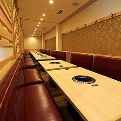 個室風のテーブル席ご用意しております。