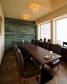 お食事と一緒に、目の前に広がる景色も楽しめるお席になります。昼間は明るくて開放的です♪