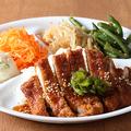 料理メニュー写真台湾風豚カツDパイコーdish(ライス付き&お惣菜4品付き)