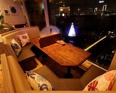 広々としたボックス席☆目の前がガラス張りのソファー席は、リラックスできること間違いなし☆