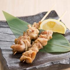 料理メニュー写真国産鶏白もつ串 (たれ・塩)
