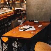 【ハイテーブル席】デートや記念日に持ってこいのハイテーブル席☆ゆったりくつろげるので、女子会や大人数飲み会に最適♪団体様利用はもちろん、少人数利用もOK★プライベート空間でしっぽりくつろぐも良し、大人数で楽しく盛り上がるのも良し!!当店自慢のベルギービールをご堪能くださいませ☆