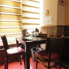 白いテーブルと可愛い椅子…各種お祝いごとに!
