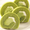 料理メニュー写真宇治抹茶ロールケーキ