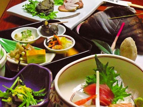 和の情緒漂う格式高い空間で旬の美食に舌つづみを。完全予約制の割烹料理店。