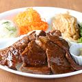 料理メニュー写真牛カルビ焼肉dish(ライス付き&お惣菜4品付き)